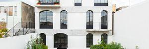 Біла простота: редизайн багатоквартирного комплексу у Гваладахарі