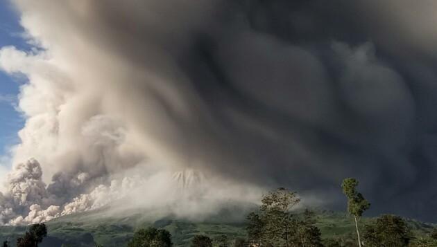 Хмари пилу, вулкан Сінабунг