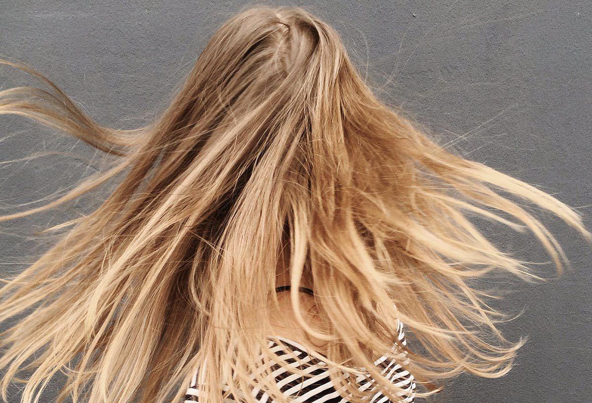Чого не варто робити під час догляду за своїм волоссям: перелік шкідли