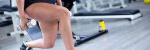 Как тренировать ноги и ягодицы дома: тренер назвала must-have и показала видео