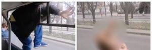 У Черкасах чоловік побив кондукторку тролейбуса і втік через кватирку: обурливе відео