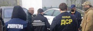 Чиновника Киевской ОГА задержали за взятку в 10 тысяч долларов: фото