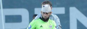Вратарь потерял сознание после того, как соперник влетел ногой ему в голову: видео эпизода
