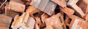 Грався на закинутій фермі: у Полтавській області на підлітка впала цегляна стіна