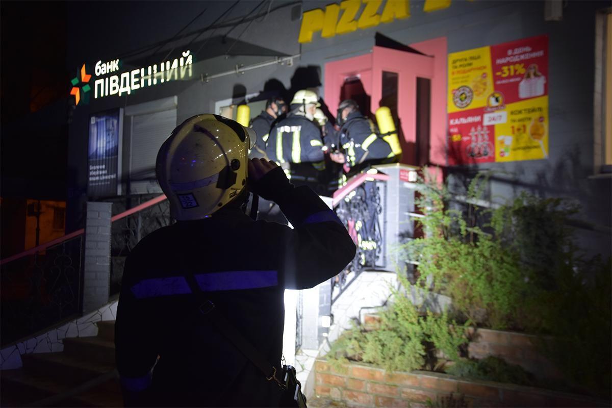 В Одессе в ресторане горела фритюрница: ее тушили 38 пожарных