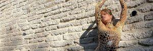 54-річна Геллі Беррі захопила апетитними формами в леопардовому боді