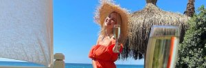 Лілія Ребрик захопила яскравим образом у червоній сукні: нові фото з Туреччини