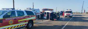 Мікроавтобус не розминувся з легковиком на Запоріжжі: є загиблі та поранені – фото