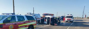 Микроавтобус не разминулся с легковушкой в Запорожье; есть погибшие и раненые – фото