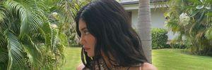 Кайлі Дженнер похизувалася пишним бюстом у нюдовому купальнику: гарячі кадри