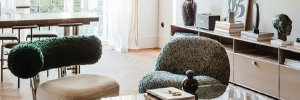 Зеленый потолок, мрамор и розовый пол: квартира в Варшаве в стиле модернизм – фото интерьера