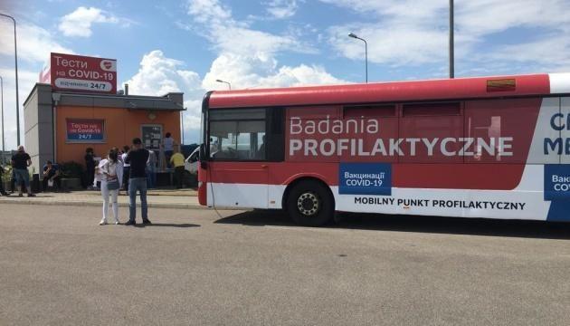 Українці зможуть отримати COVID-щеплення на польському кордоні