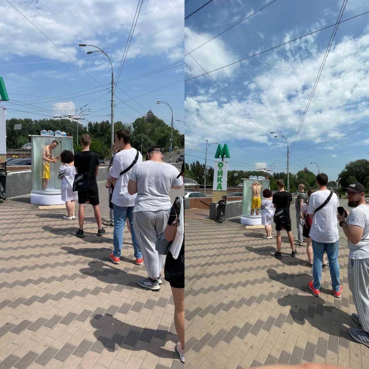 У Києві встановили душову кабінку просто неба