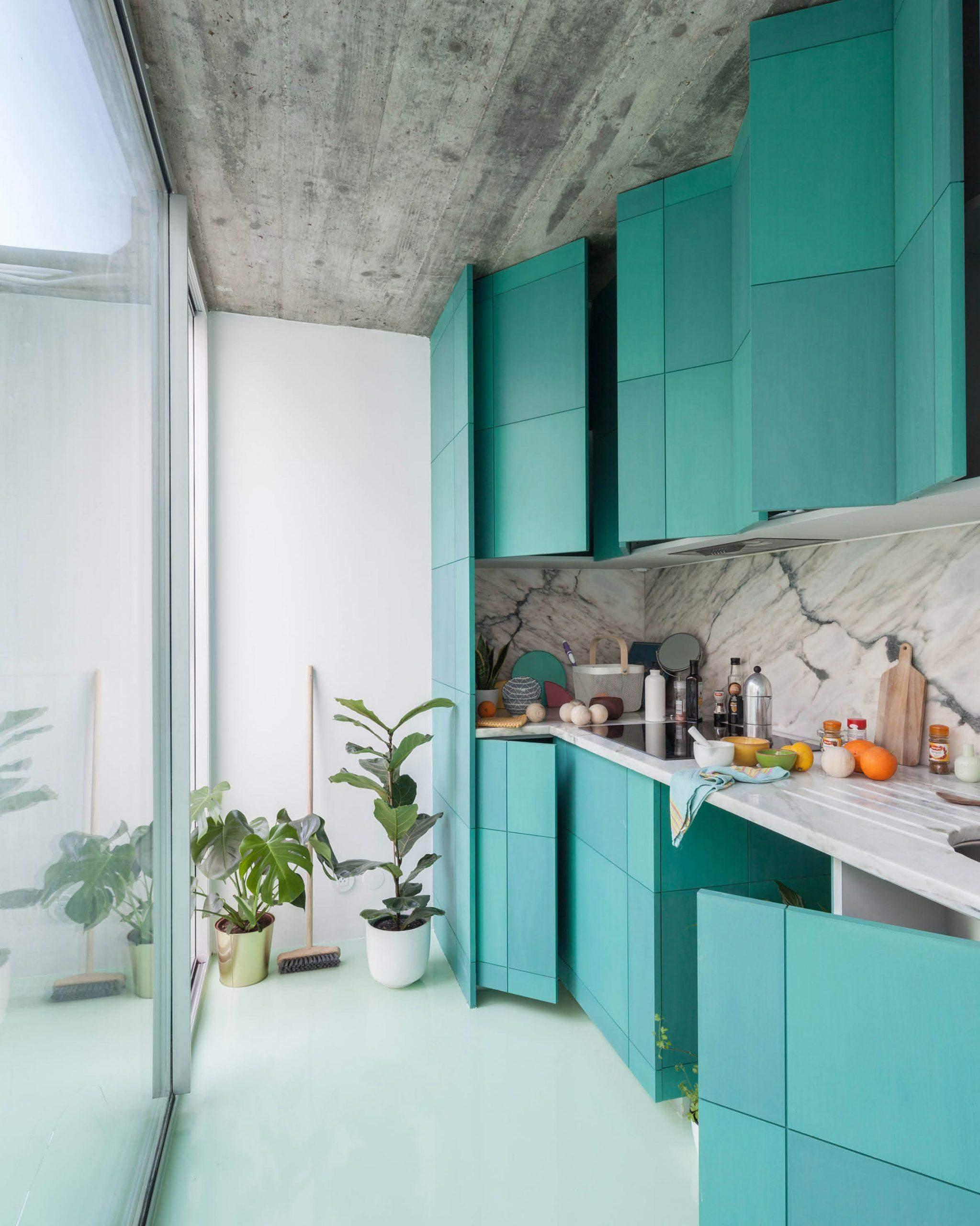 Зеленая кухня португальской квартире