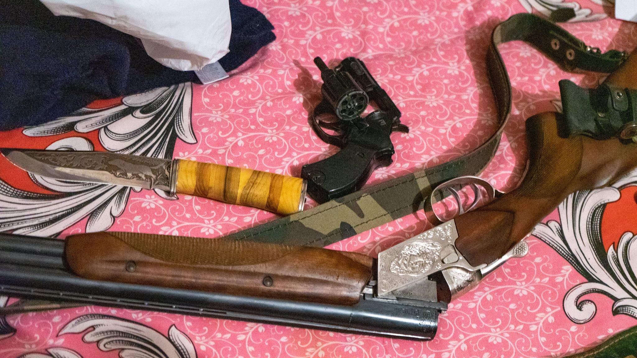 Торгівля людьми Обшуки Франція Шахрайство зброя