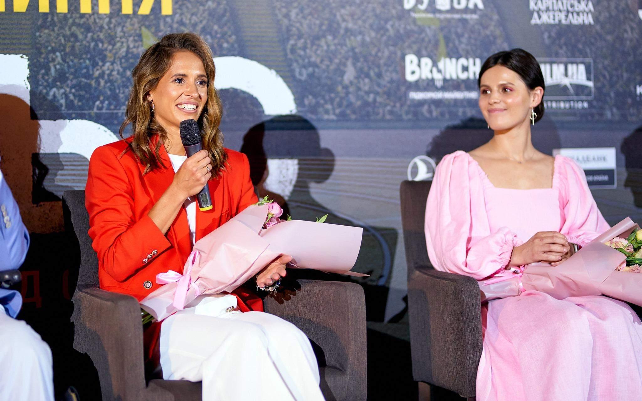 Оксана Ботурчук (зліва) і Наталія Бабенко на допрем'єрному показі