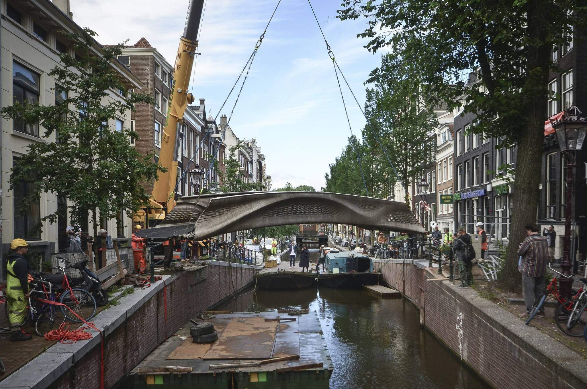 Надрукований міст в Астердамі