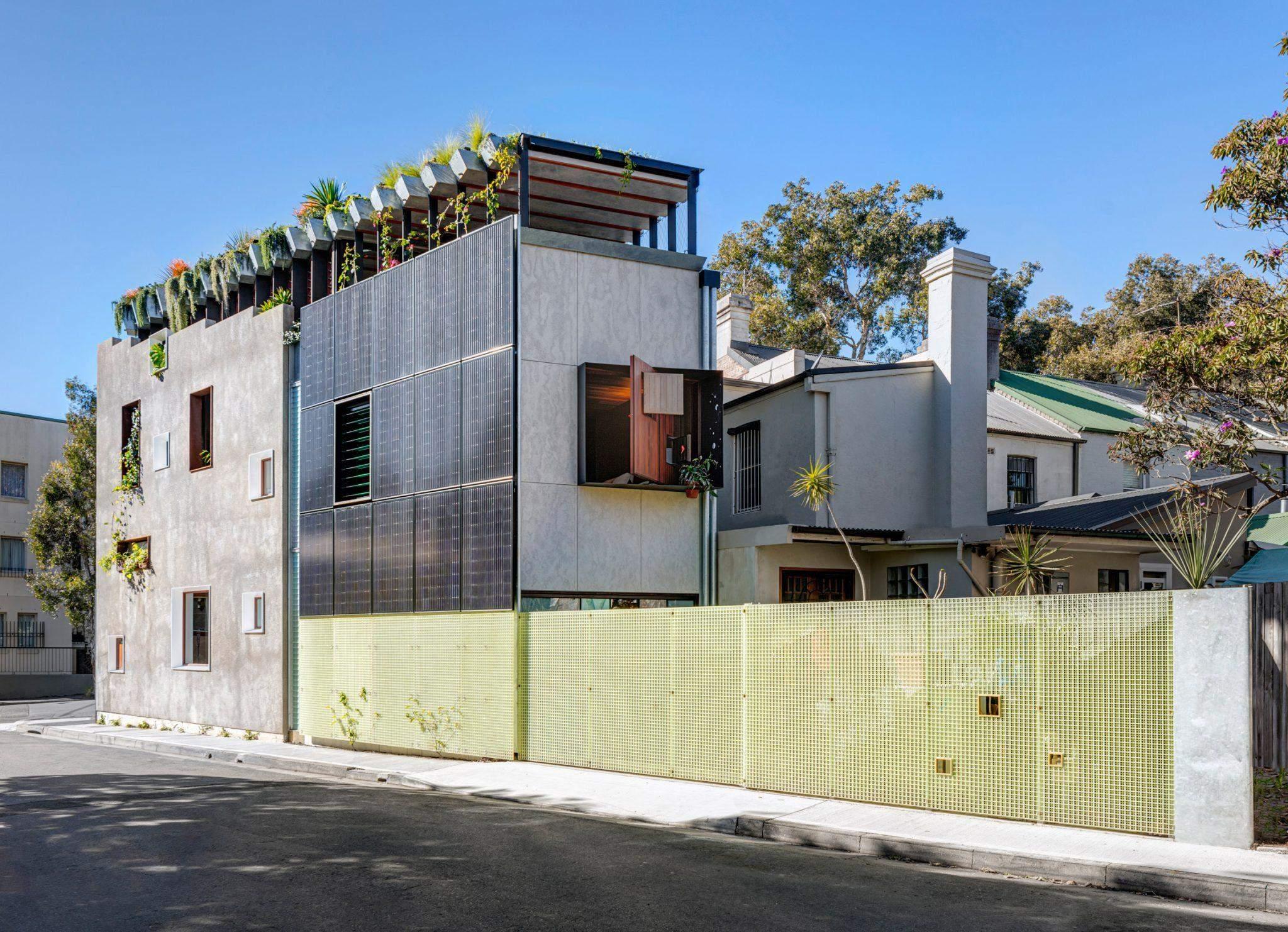 Ззовні будинок виглядає дещо хаотично / Фото Deezen