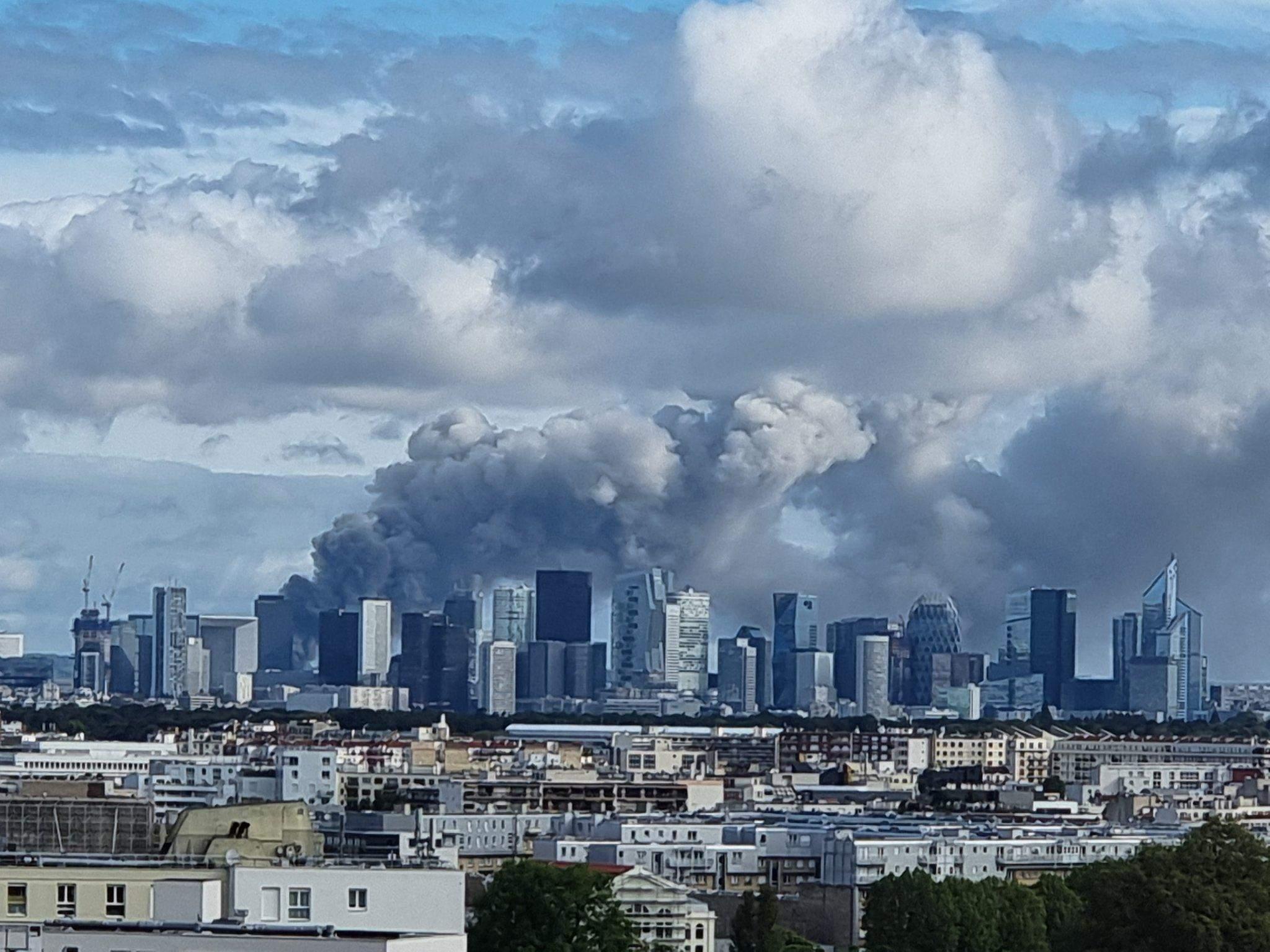 Пожежа біля Парижу