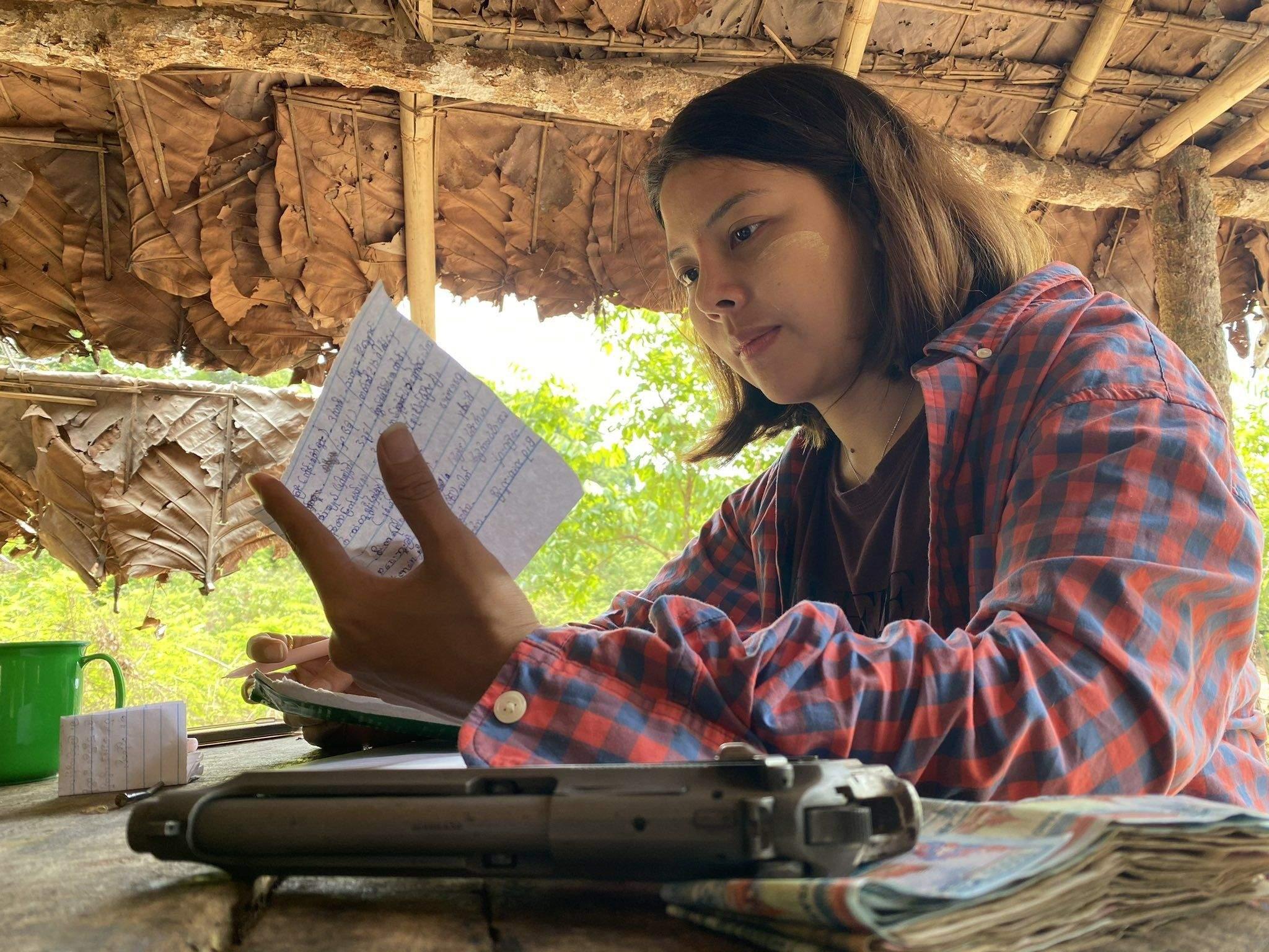 М'янма королева краси повстання