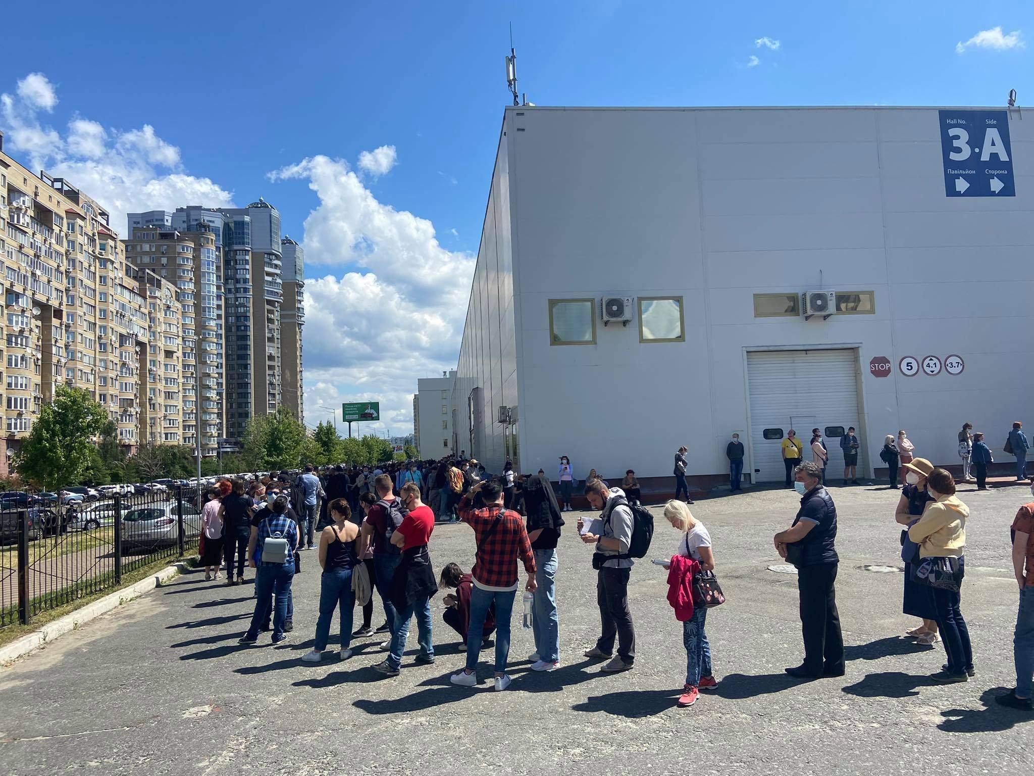 черги на вакцинацію у Києві