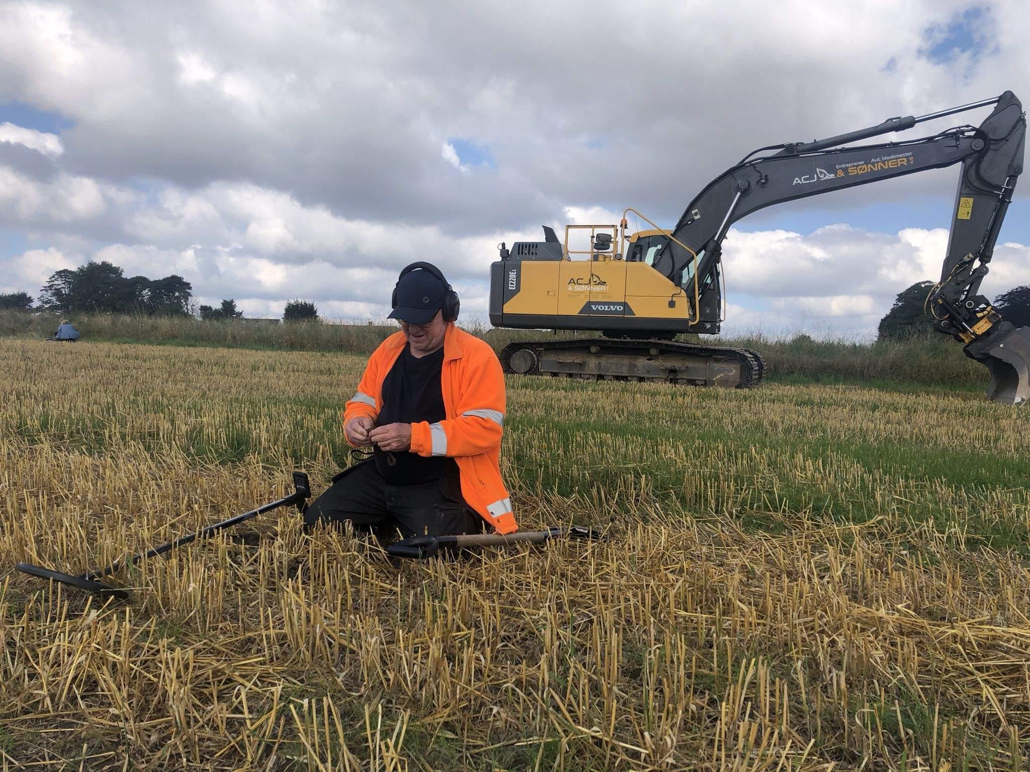 Археолог шукає скарб
