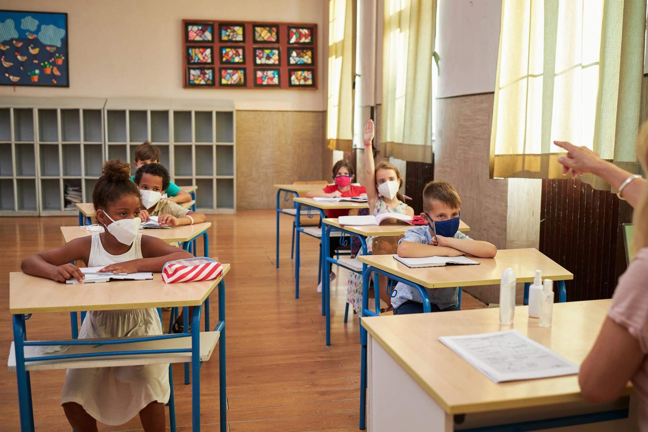Діти більше ризикують заразитися COVID-19 вдома, ніж в школі