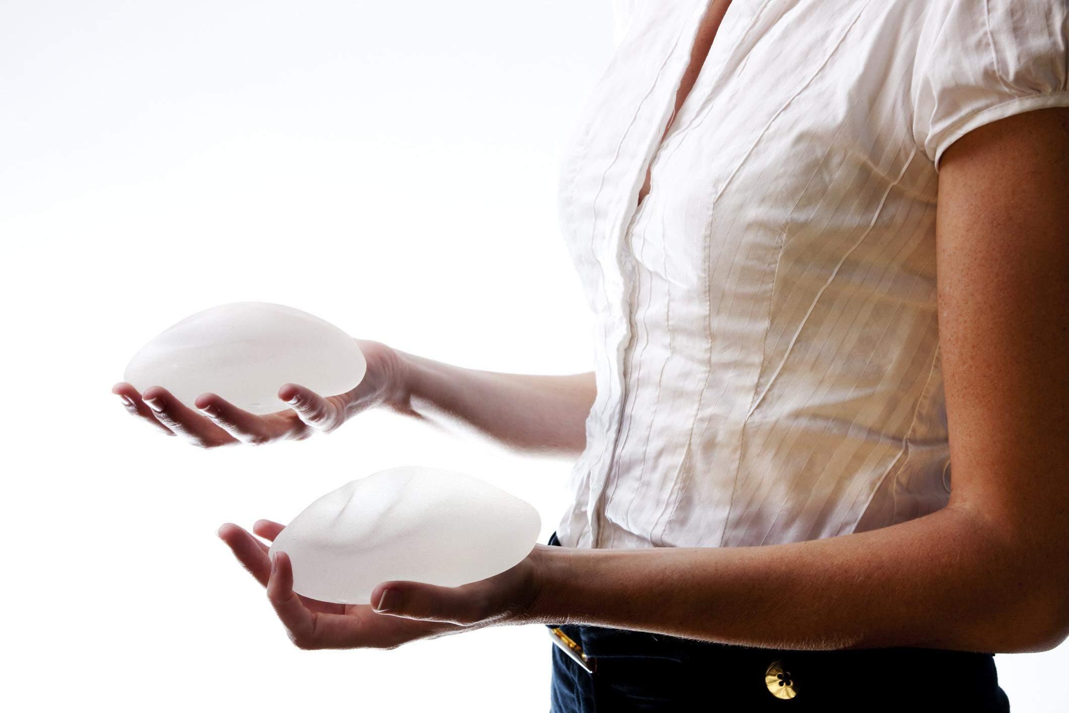 Під час установки імпланта лікар не зачіпає протоки молочної залози