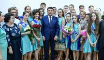 Гройсман посетил последний звонок на Киевщине
