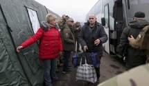 Обмін полоненими між Україною і Росією завершився: зворушливі фото та відео