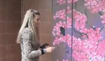 На карантине художница начала расписывать двери подъездов: удивительные работы