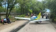 В Одесі впав легкомоторний літак, пілоти загинули – фото, відео