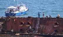 З танкера Delfi в Одесі знову витекли нафтопродукти: оголошено надзвичайну ситуацію