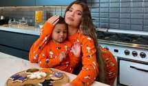 Кайлі Дженнер разом з 2-річною донькою показали, як готуються до Геловіну: миловидні кадри