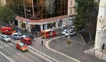 Мужчина с ножом напал на людей в церкви в Ницце, есть жертвы: главное о теракте – фото