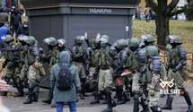 Выстрелы, гранаты и газ: видео жестких разгонов митингующих в Минске – 18+