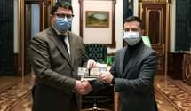 Зеленский попрощался с экс-главой Ивано-Франковской ОГА и представил его преемника