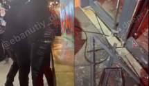 Разгромили бургерную: хулиганы в Днепре устроили драку – видео, фото