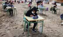 Испанская школа проводит уроки для учеников на пляже: фото