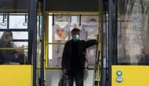 Готуються до нового локдауну: у Києві вже складають списки на спецперепустки у транспорт