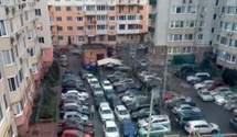 У Києві спростували чутки про платні парковки у подвір'ях