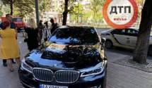 """У Києві директор """"Ібіса"""" накинувся на інспектора з паркування: відео"""