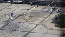 """Активісти """"Києве, мий"""" розповіли як чистять Софійську площу: краще ніж клінінг"""