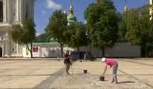 У Києві закінчують відмивати Софійську площу: активісти й Alyona Alyona вже не приходять