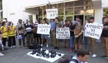 """""""Журналисты – не мишень"""": фотокорреспонденты вышли на акцию протеста под МВД"""
