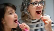 Почему важно чистить зубы до завтрака: объяснение стоматолога