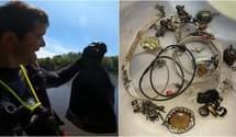 Дайвер повернув власнику прикраси, які викрали 1,5 роки тому: він натрапив на них у річці