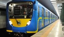 """На метро """"Мінська"""" трапився колапс: люди стояли в черзі понад годину – відео """"затору"""""""
