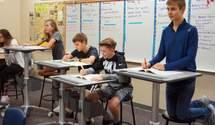 Во львовских школах установили парты, за которыми можно работать стоя