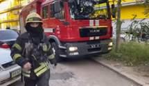 Рятувальники визволили дітей із пастки пожежі у багатоповерхівці на Оболоні